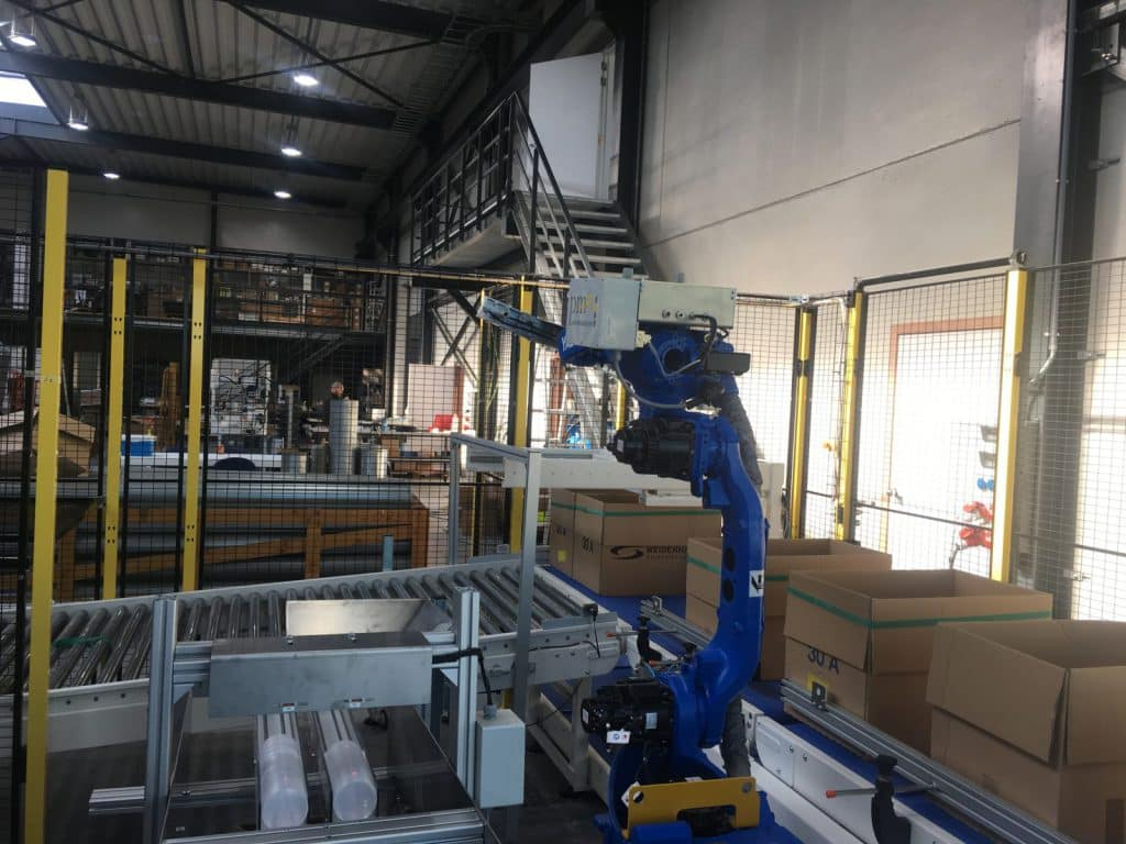 Automatisatie 6-axis robotarm stapelen dozen op transportband