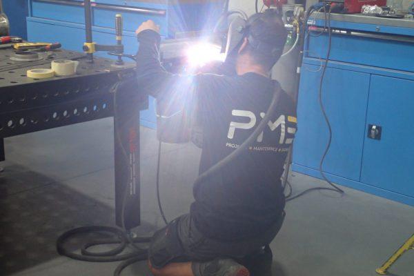 PME Service technieker lassen